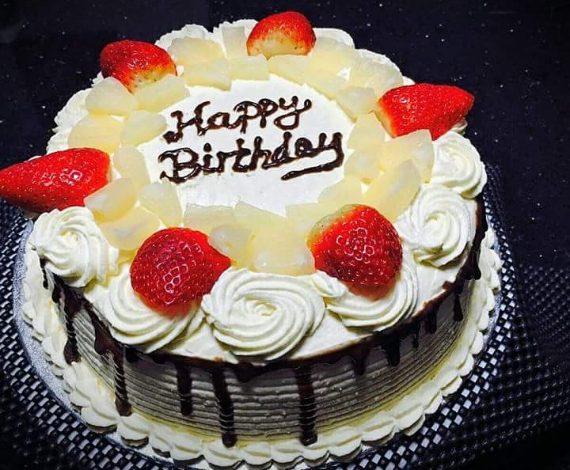 Vanilla Cream Cake with Fruits